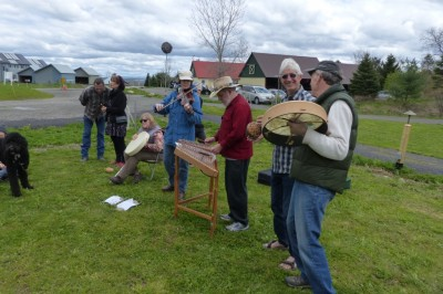 Music providers included a hammered dulcimer, bodhram and fiddle